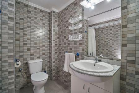 Apartamentos Maja en Benidorm, cuarto de baño.