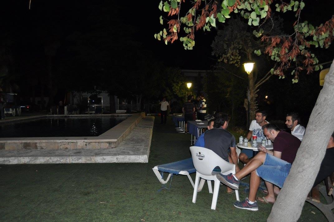 despedidas benidorm, alojamiento resort, los viernes barbacoa en la piscina Despedidas Farley.